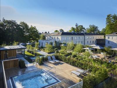 Roof Top Spa Garden, Spa Bath, Sauna Cabin- extended.jpg