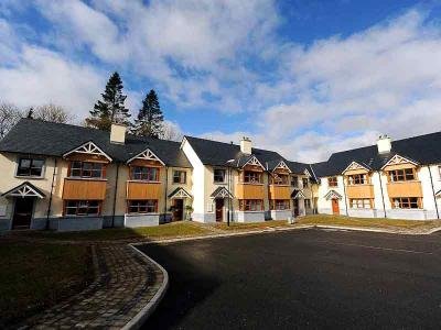 Self Catering - House - Driveway - Sept