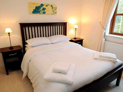 Self Catering - Bed With Towels - Sept