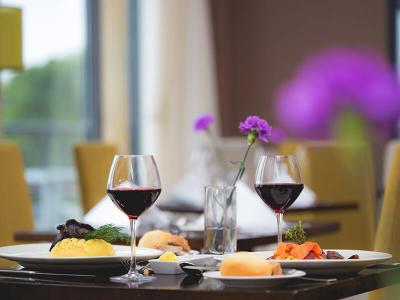 Kinsale dining table