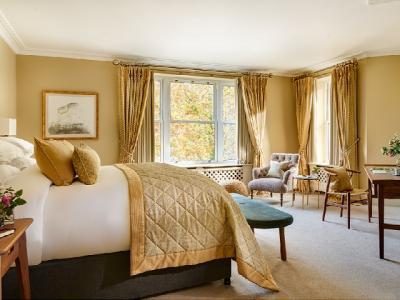 Suite Falls View Bedroom