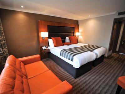Classic Twin Room - Frensham Pond Hotel