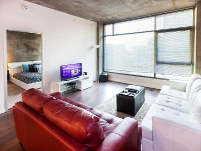 corporate suites la living room