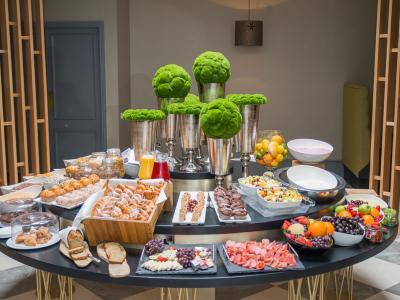midlands park breakfast buffet
